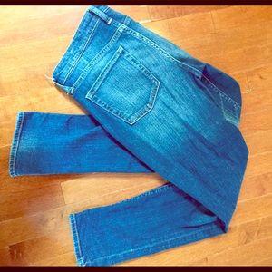 GAP Premium Skinny Size 6 jeans!! Like new!!